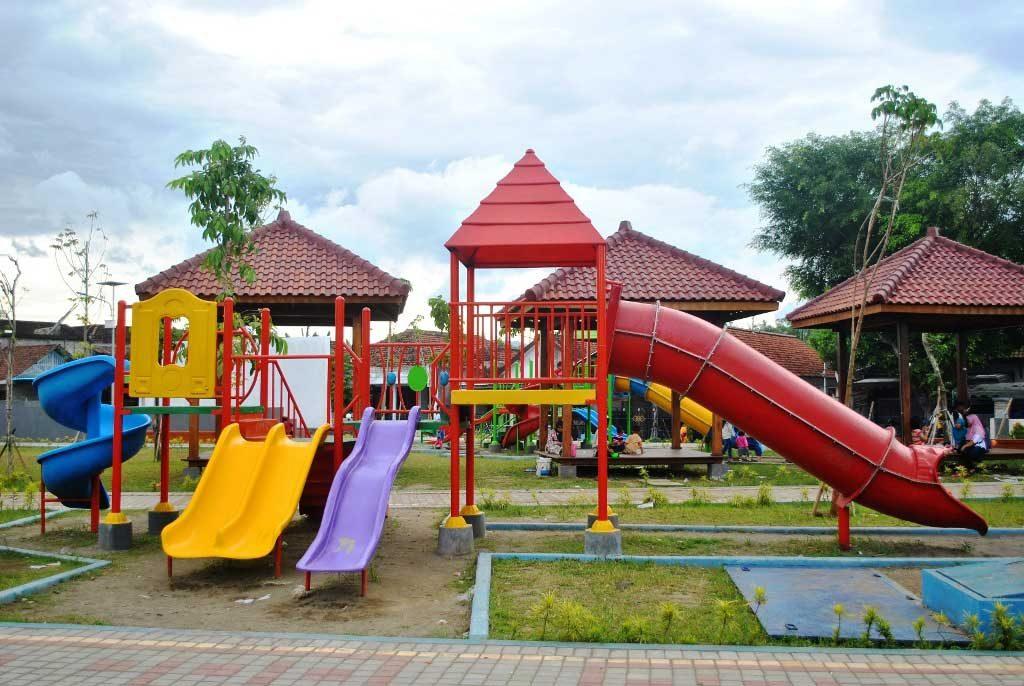 Pembangunan Ruang Terbuka Hijau Pasar Kliwon Pemerintah Kab Taman Aloon