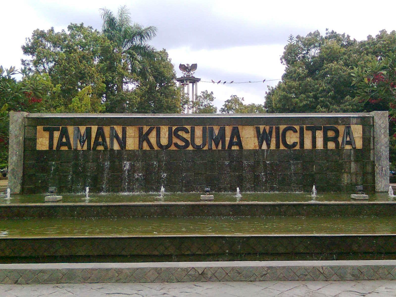 Pesona Kota Tulungagung Jawa Timur Taman Alon Robi Namanya Menjadi