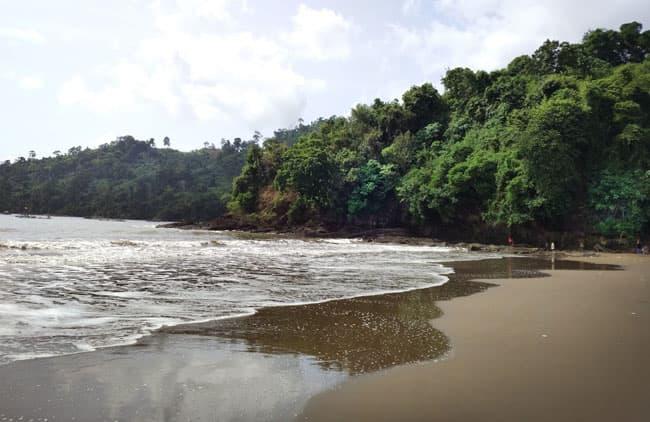 Rute Lokasi Pantai Gemah Tulungagung Tenang Disediakan Tenda Bersantai Bawah