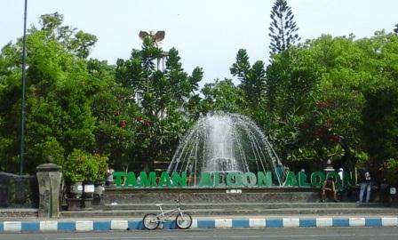 Travelling Hampir Setiap Hari Libur Weekend Taman Aloon Ramai Pengunjung