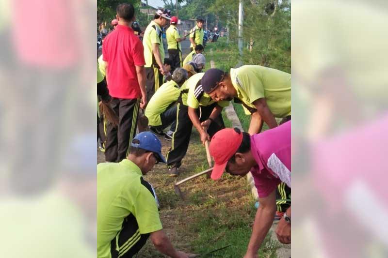 Setwan Bersih Ngrowo Dprd Kabupaten Tulungagung Pimpinan Staf Sekretarariat Membersihkan