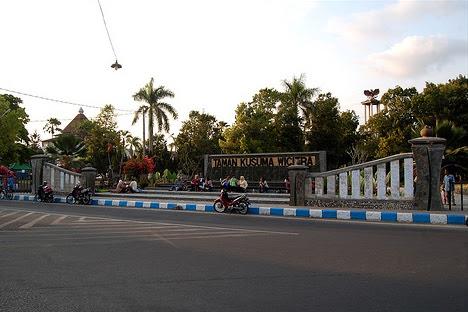 2012 08 26 Zona Politika Taman Kusuma Wicitra Tulungagung Nyawangan