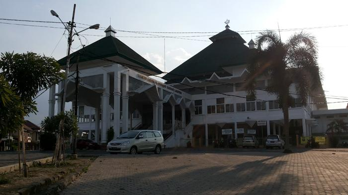Alasan Kaligrafi Jalan Masuk Masjid Agung Al Furqon Halaman Bandar