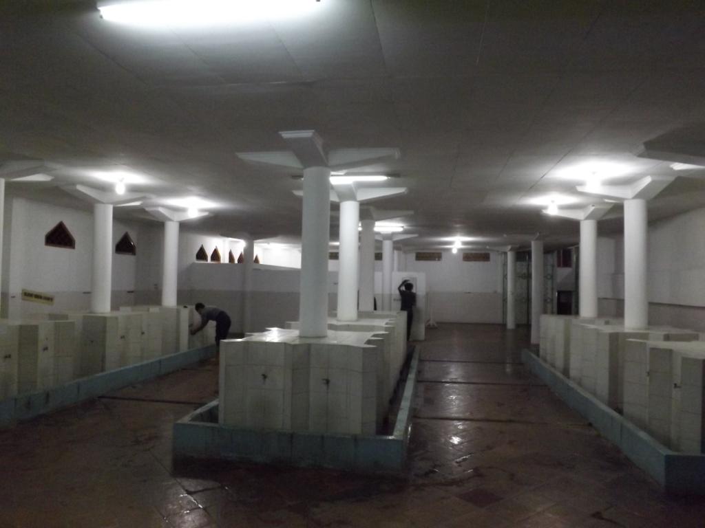 Masjid Agung Al Furqon Bandar Lampung Semalam Ruang Wudhu Luas