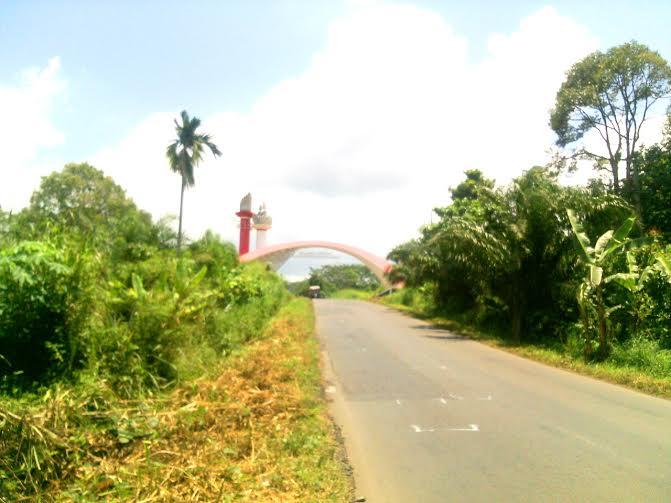 Megahnya Tugu Perbatasan Monumen Mayjen Ryacudu Kanan Kabupaten Lampung Utara