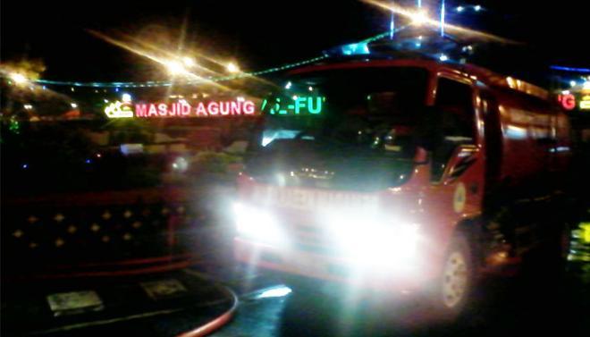 Menyerah Sebelum Padam Mobil Pemadam Angkut Air Taman Masjid Al