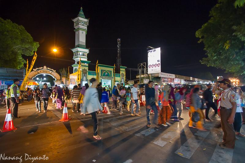 Gawe Gemuyune Wong Cilik Fungsi Alun Oleh Nanang Diyanto Meski