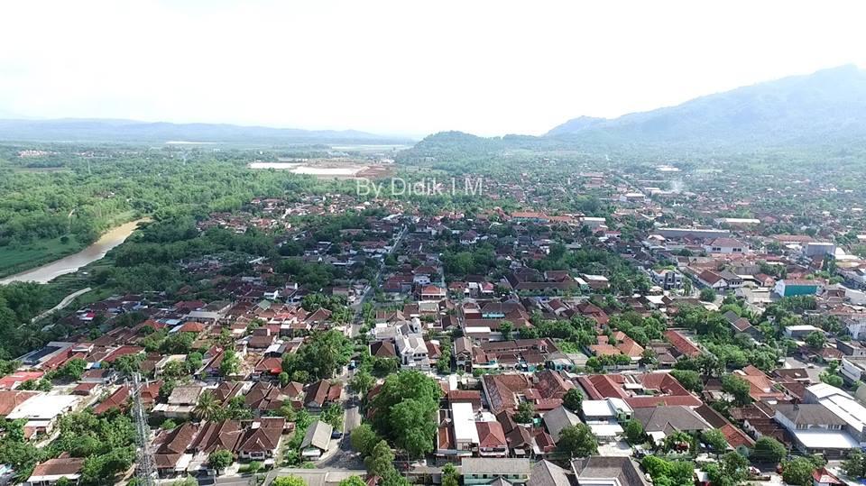 Melihat Kota Wonogiri Lewat Foto Drone Informasi Batas Udara Terlihat