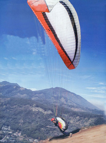 Extremeina Air Paralayang Olahraga Udara Cukup Ekstrem Dilakukan Satu Dua