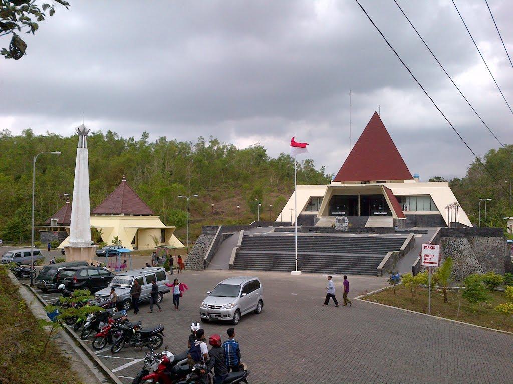 Wisata Museum Karst Dunia Wonogiri Ws Pamungkas Arena Papan Luncur