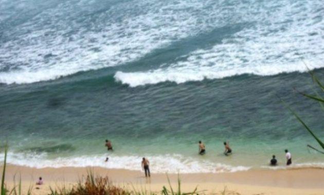 10 Foto Pantai Nampu Paranggupito Wonogiri Rute Sukoharjo Ombak Besar