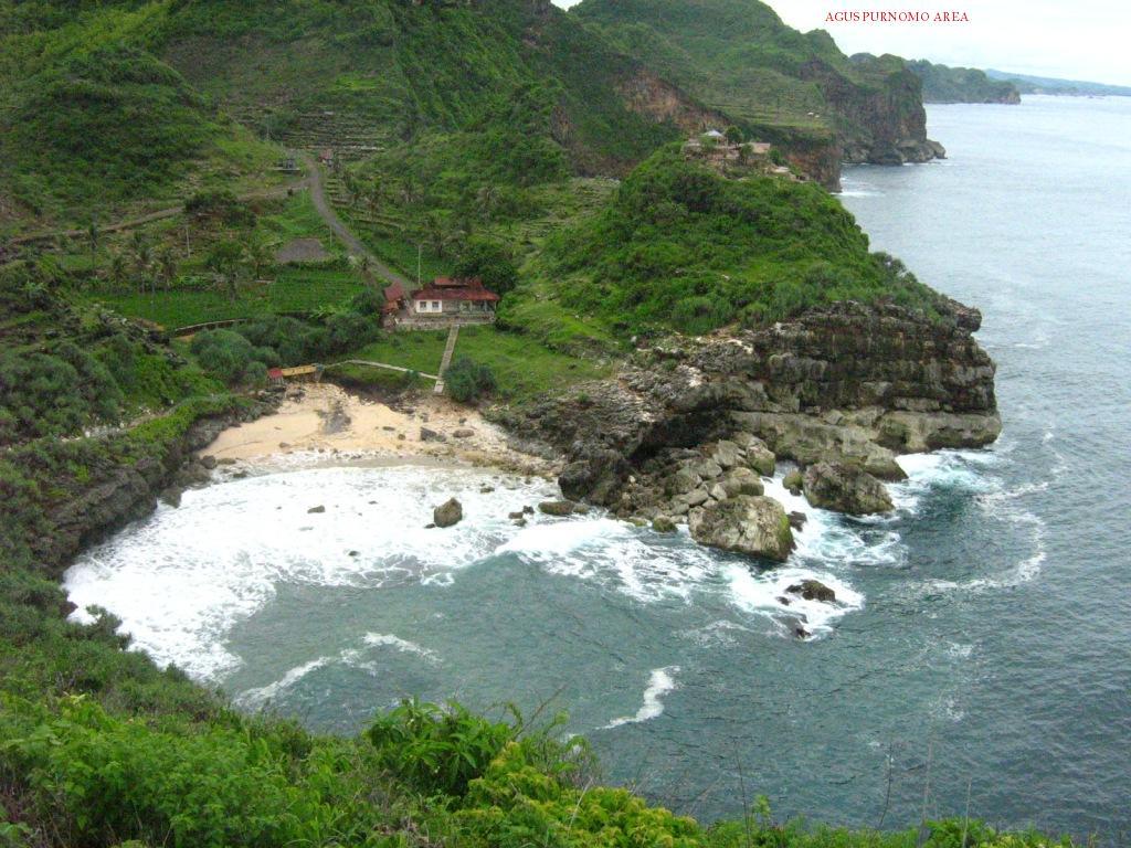 Kamu Wajib Kunjungi 5 Tempat Wisata Wonogiri Pantai Sembukan Nampu