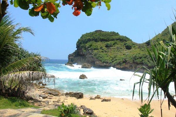 Pantai Sembukan Panorama Indah Berbalut Kesan Mistis Nyi Roro Kidul