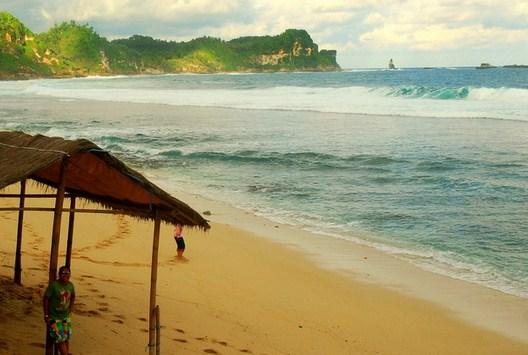 Pesona Keindahan Objek Wisata Pantai Nampu Gunturharjo Wonogiri Jawa Tengah