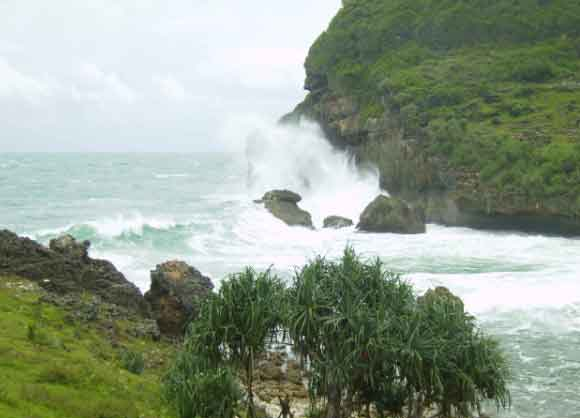 Tempat Wisata Wonogiri Indah Menarik Terbaru 2018 Derasnya Ombak Pantai