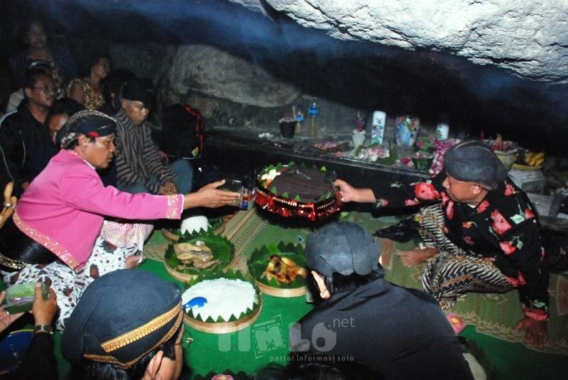 Mengenal Ritual Labuhan Ageng Sedekah Bumi Kahyangan Wisata Spiritual Kab