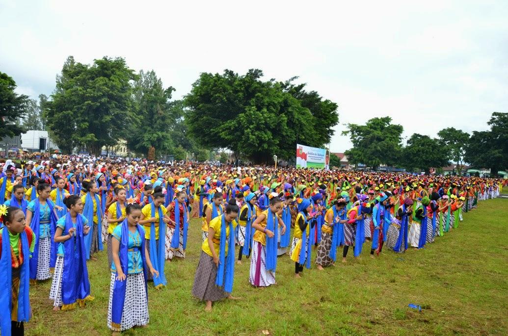 2 000 Pelajar Wonosobo Pentaskan Angruwat Peringatan Hardiknas Sma Smk