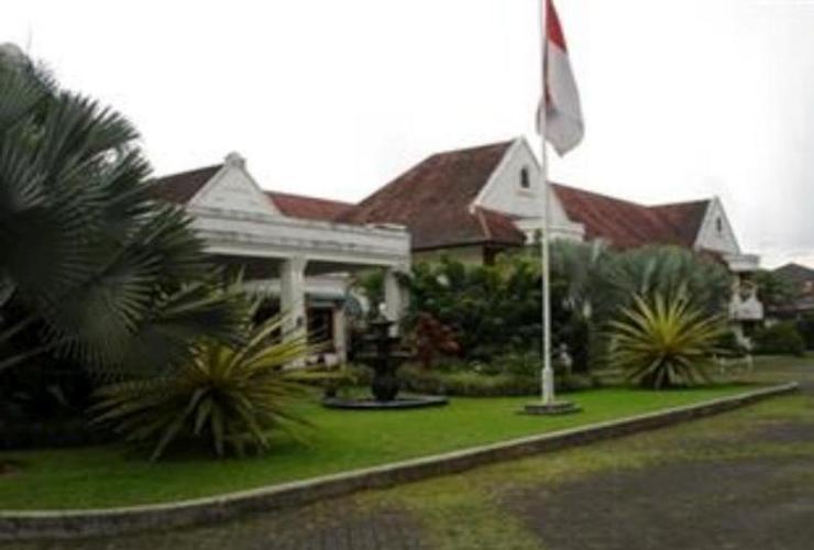 Kresna Hotel Wonosobo City Center Indonesia Exterior Building Alun Kab