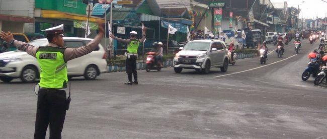 Arus Lintas Simpang 4 Pasar Kertek Lancar Tribrata News Kab