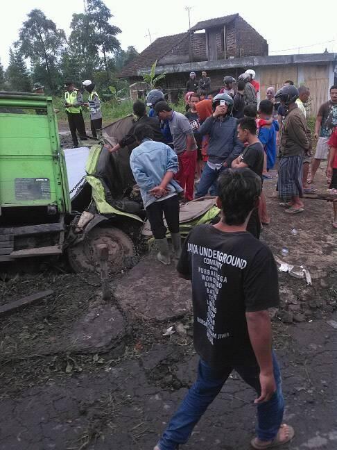 Beraking News Jalur Maut Kretek Kledung Wonosobo Jam Sebuah Brio