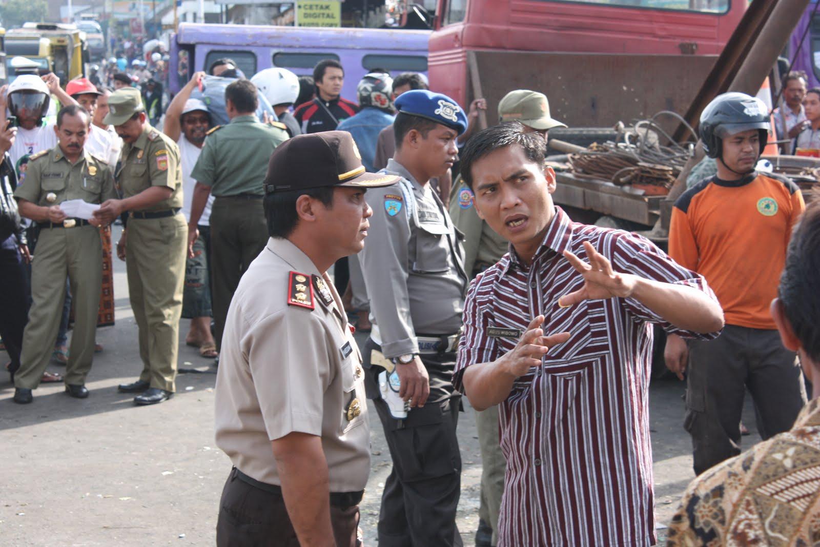 Blognya Kertek Wonosobo Truk Seruduk Pasar 4 Tewas 24 Luka