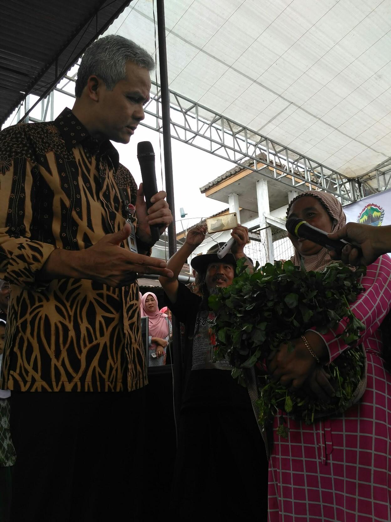Kunjungi Pasar Kertek Ganjar Hindari Bang Thengul Wonosobozone Sejumlah Pedagang