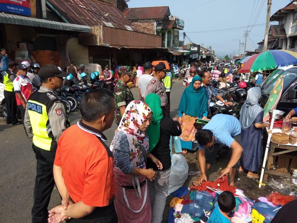 Polsek Kertek Wonosobo Bersama Tim Gabungan Adakan Penertiban Pasar Kegiatan