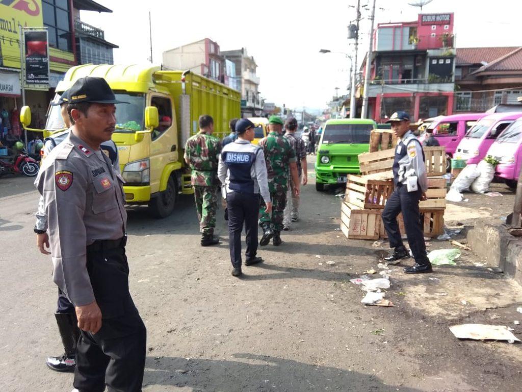 Polsek Kertek Wonosobo Bersama Tim Gabungan Adakan Penertiban Pasar Tribrata