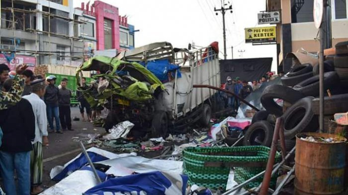 Truk Seruduk Pengendara Motor Dekat Pasar Kertek Wonosobo 2 Tewas