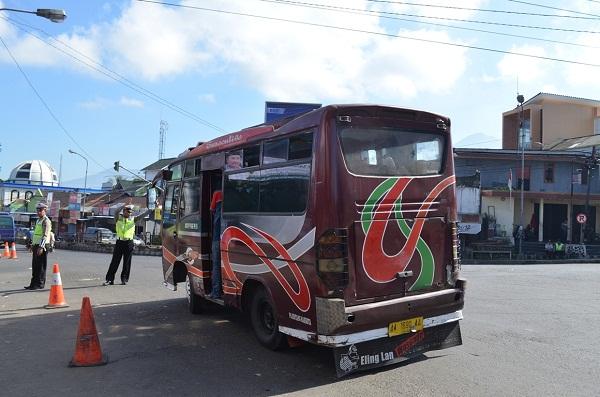 Waspadai Macet Pertigaan Kretek Wonosobo Kebumen Ekspres Pasar Kertek Kab