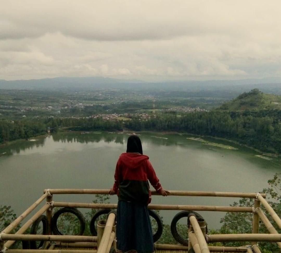Harga Tiket Masuk Lokasi Bukit Seroja Telaga Menjer Dieng Instagram