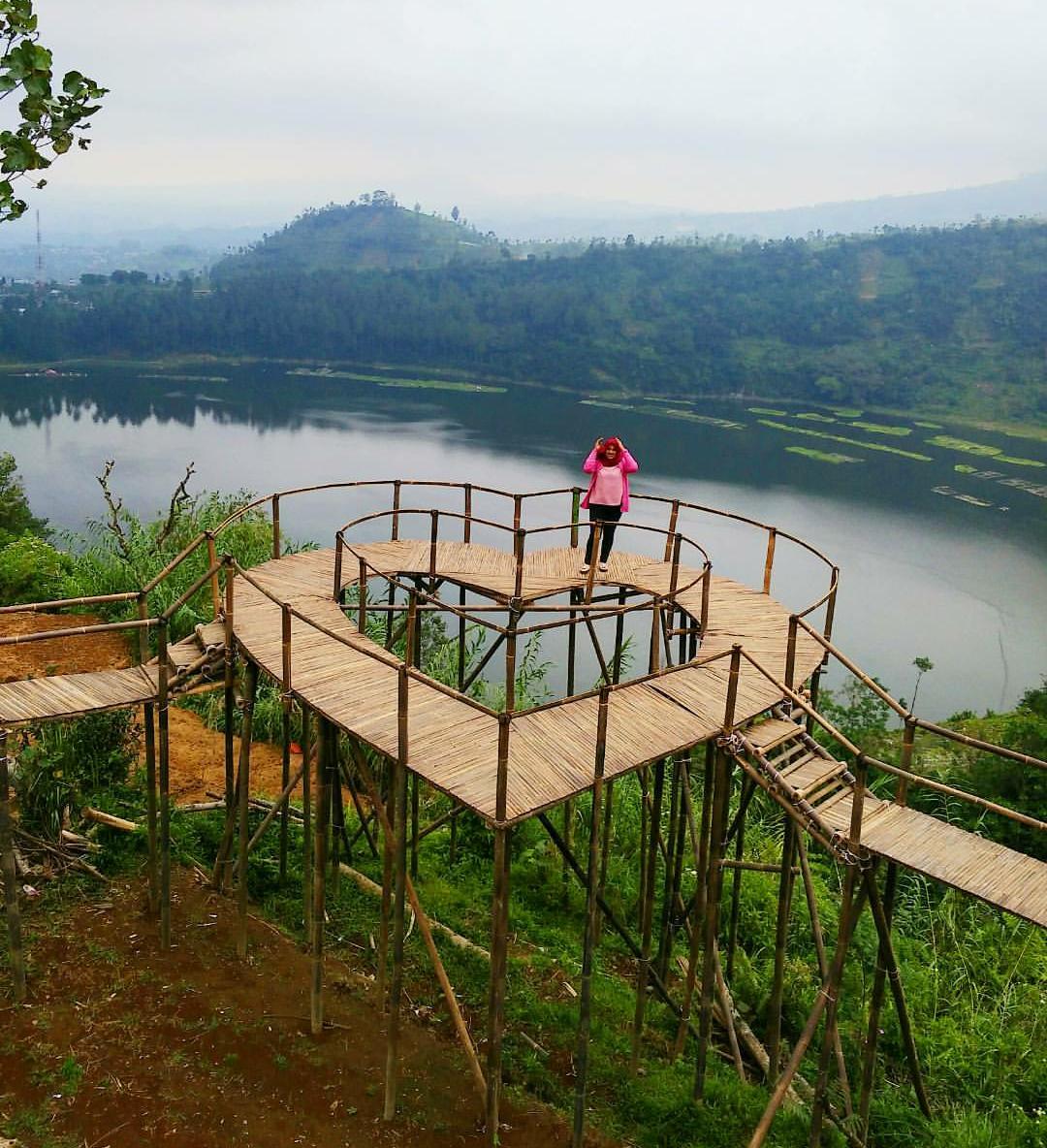 Harga Tiket Masuk Lokasi Bukit Seroja Telaga Menjer Dieng Wisata