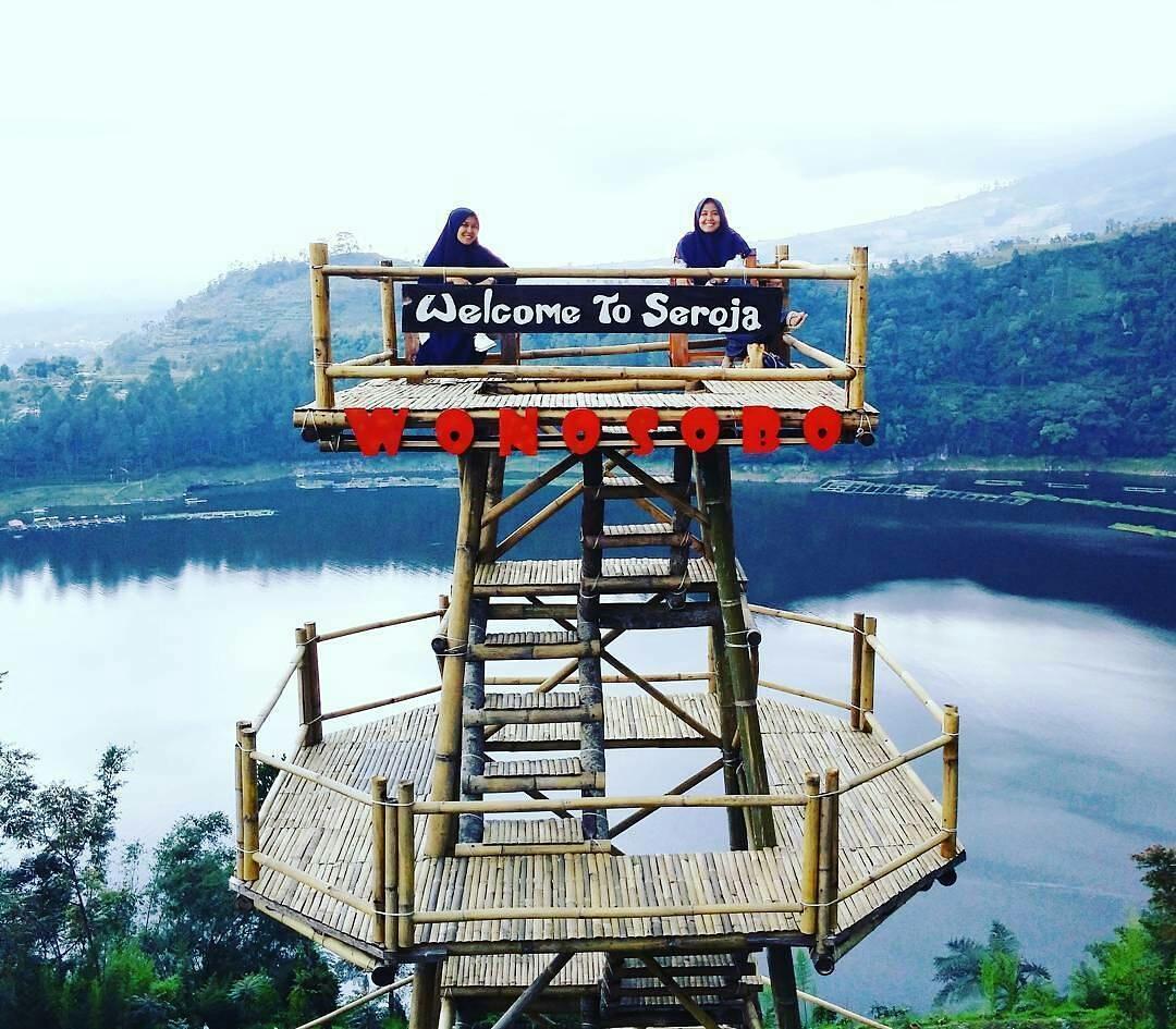 Menikmati Indahnya Kawasan Wisata Telaga Menjer Atas Bukit Tak Cuaca