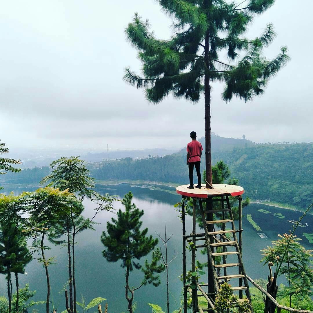 Menikmati Indahnya Kawasan Wisata Telaga Menjer Atas Bukit Tempat Destinasi