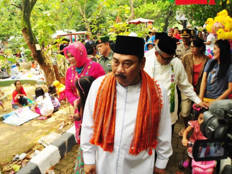 Festival Budaya Betawi Beritajakarta Id Walikota Menyempatkan Diri Berkeliling Hutan