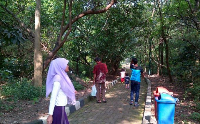 Gambar Adem Hutan Taman Kota Srengseng Wartakota Rebanas Administrasi Jakarta
