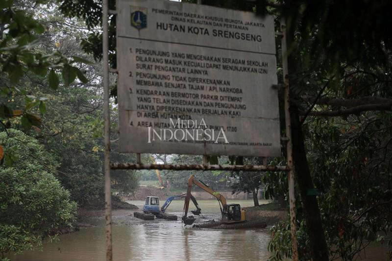 Gambar Atasi Banjir Waduk Hutan Kota Srengseng Dikeruk Mv Administrasi