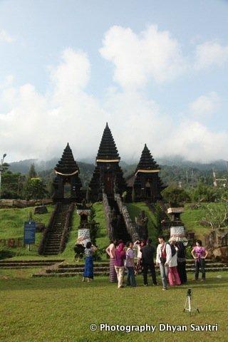 Indonesia Laman 6 Journey Moon Light Sehabis Kelenteng Jin De