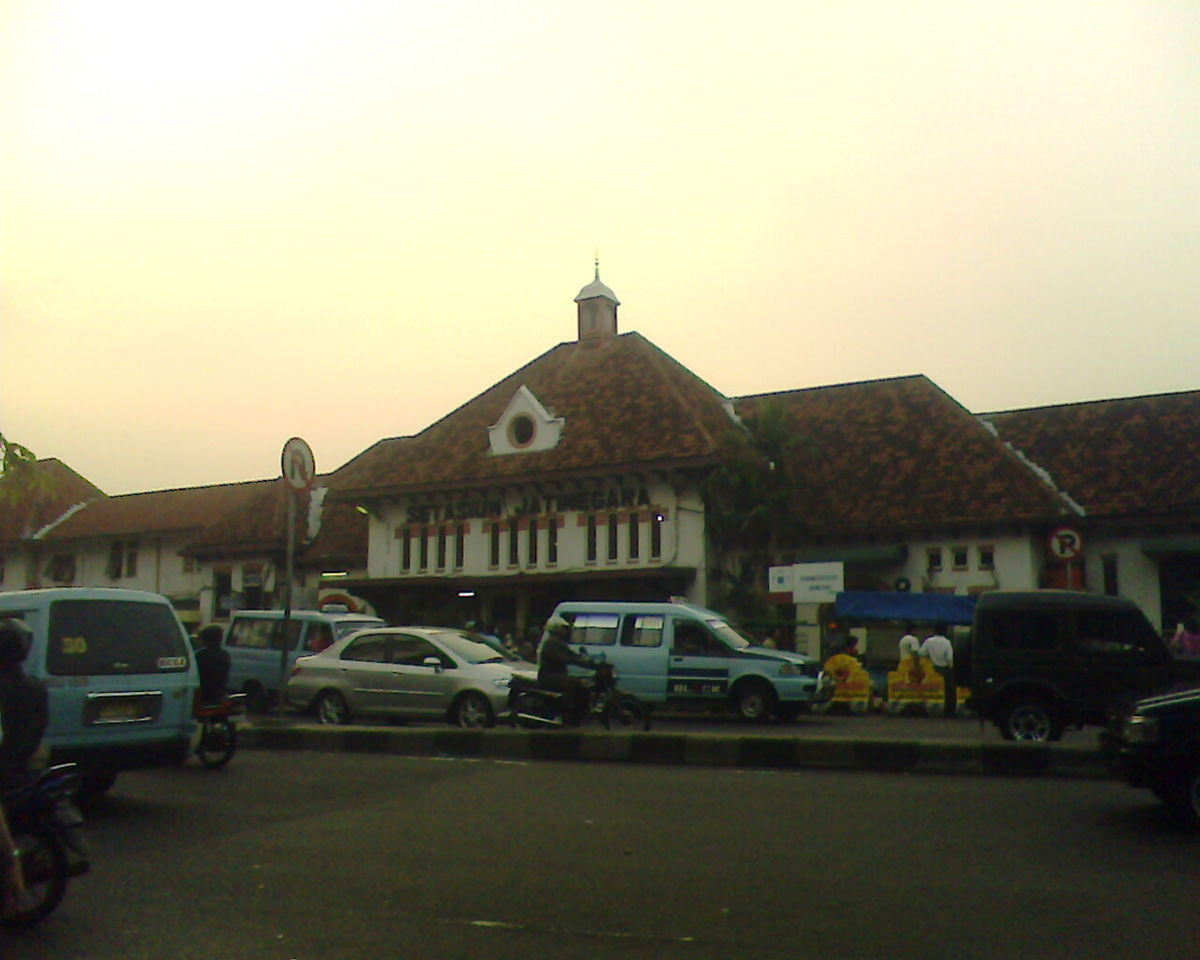 Stasiun Jatinegara Wikipedia Bahasa Indonesia Ensiklopedia Bebas Kelenteng Jin De