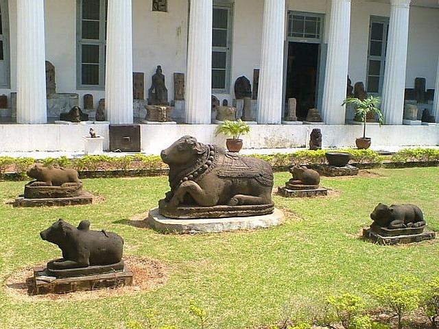 Batavia Arie Saksono Page 2 Arca Nandi Museum Nasional Gajah