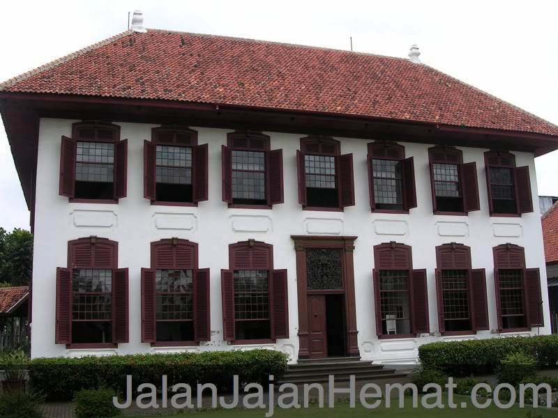 Gedung Arsip Nasional Jalan Jajan Hemat Gajah Mada Padat Pertokoan