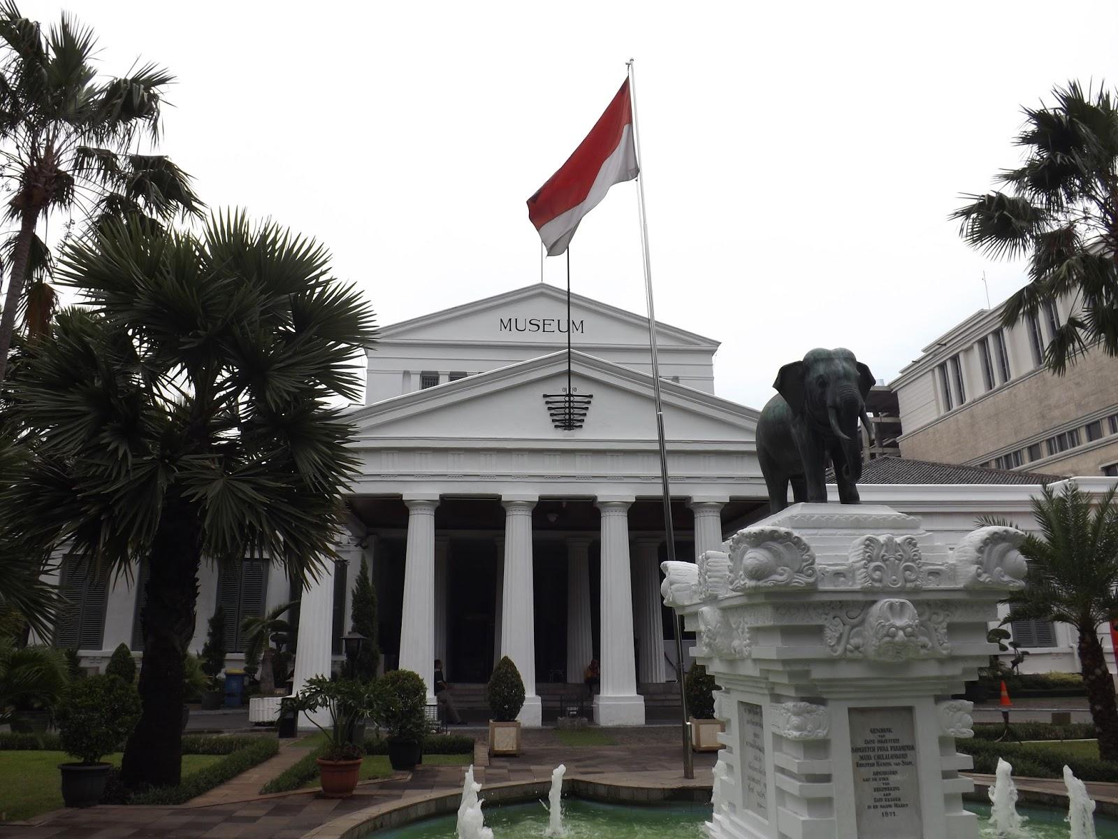 Hanriryn February 2017 Tampak Depan Museum Nasional Ciri Khas Patung