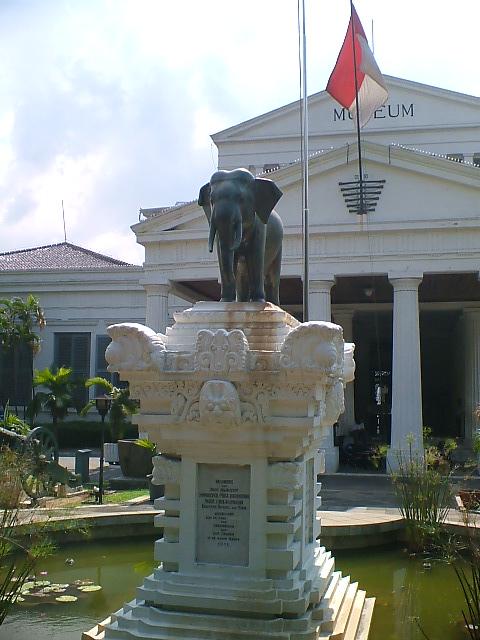 Maret 2012 Peninggalan Bersejarah Indonesia Gajah Museum Nasional Prasasti Chulalonkorn