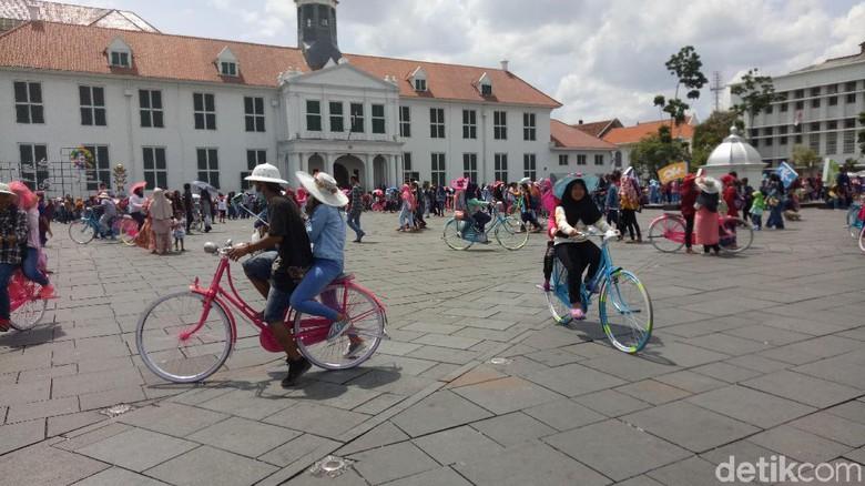 Kawasan Kota Tua Dipenuhi Pengunjung Libur Musium Fatahillah Administrasi Jakarta