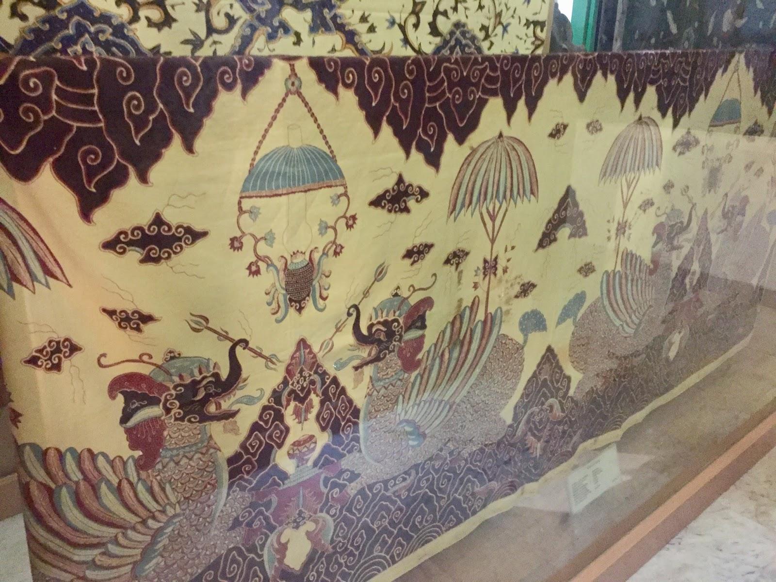 Fienna Nurhadi Indonesian Lifestyle Blogger Iya Gallery Batik Museum Tekstil