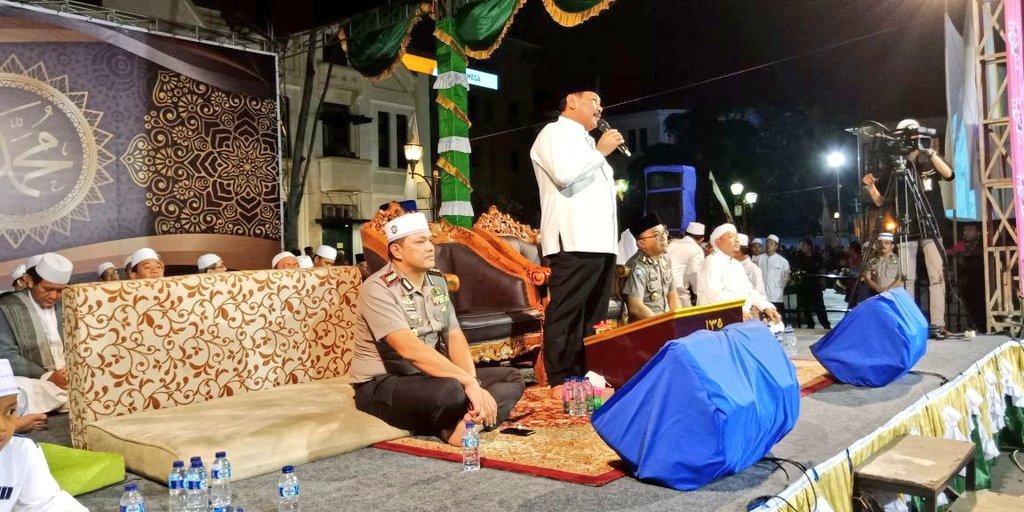 Walikota Memberikan Sambutan Tabligh Akbar Kota Tua Bersholawat Musium Wayang