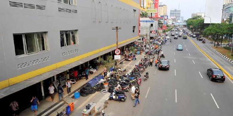 Kota Administratif Jakarta Barat Pendulang Uang Kenangan Sentra Perdagangan Glodok