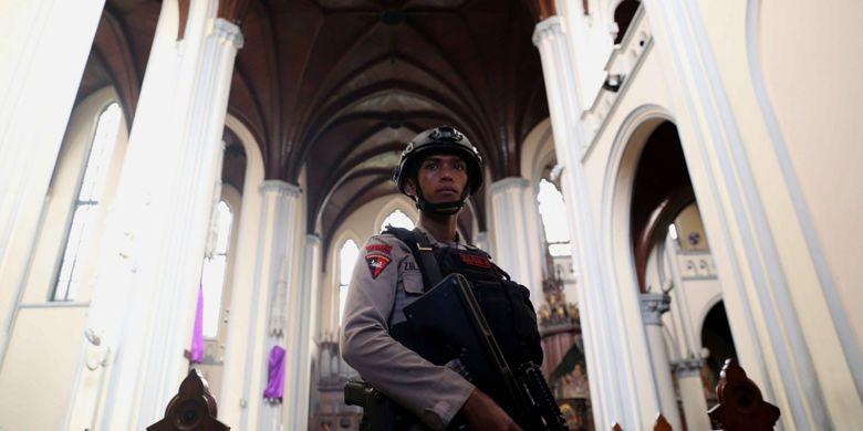Brimob Diterjunkan Amankan Ibadah Paskah Gereja Katedral Petugas Satuan Melakukan