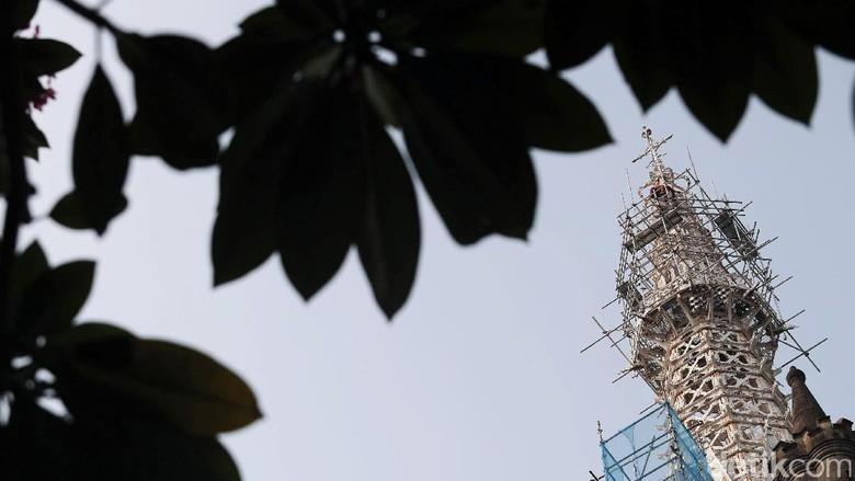 Gereja Katedral Dipoles Menara Kota Administrasi Jakarta Pusat