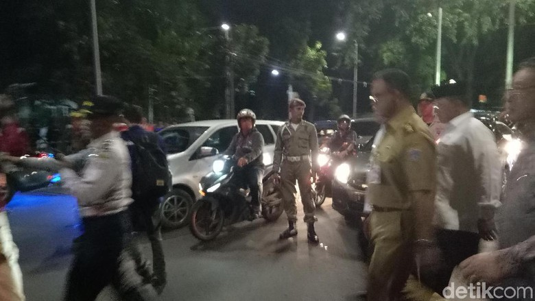 Macet Anies Sandi Jalan Kaki Hadiri Misa Gereja Katedral Terjebak
